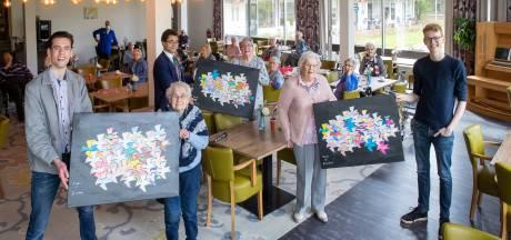 Wageningse ouderen bedanken studenten met zelfgemaakte schilderijen: 'Wij hebben zoveel moois van jullie ontvangen'