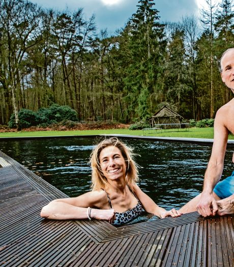 Nathalie en Fokke-Jan betaalden 20.000 euro voor hun natuurbad: 'We gaan er elke dag in'