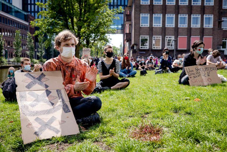 Een protest op de UvA afgelopen zomer naar aanleiding van de onthulling van seksueel wangedrag van een docent. Beeld Hollandse Hoogte /  ANP