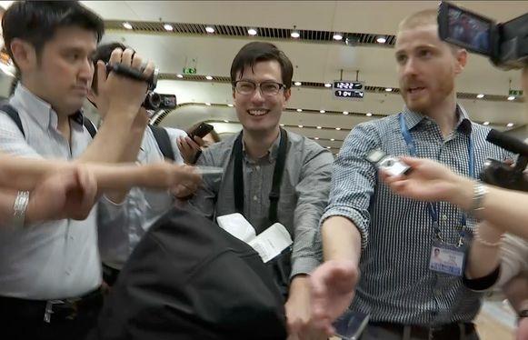 Sigley bij zijn aankomst op de luchthaven van Peking.