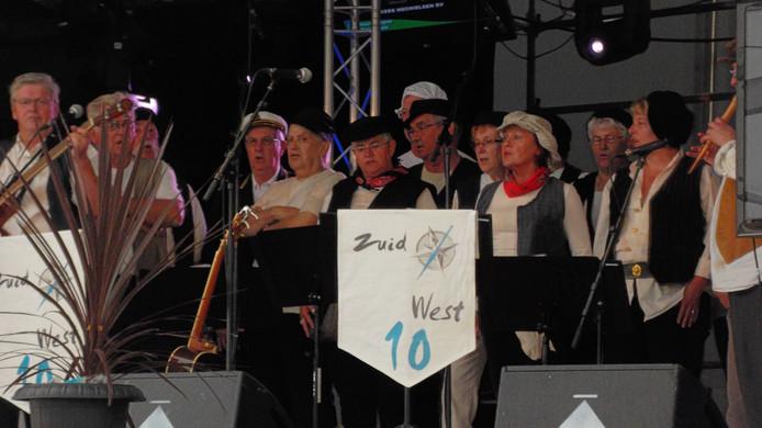 Het shantykoor Zuidwest 10 uit Terneuzen treedt ook op.