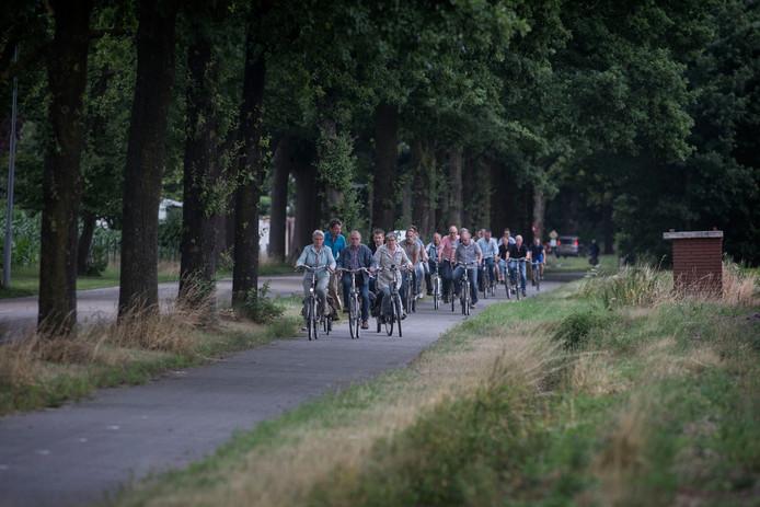 Someren Heide - Protest fietstocht tegen verbreding van de Kerkendijk