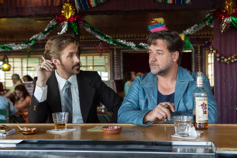Ryan Gosling en Russell Crowe in The Nice Guys (Shane Black, 2016). Beeld