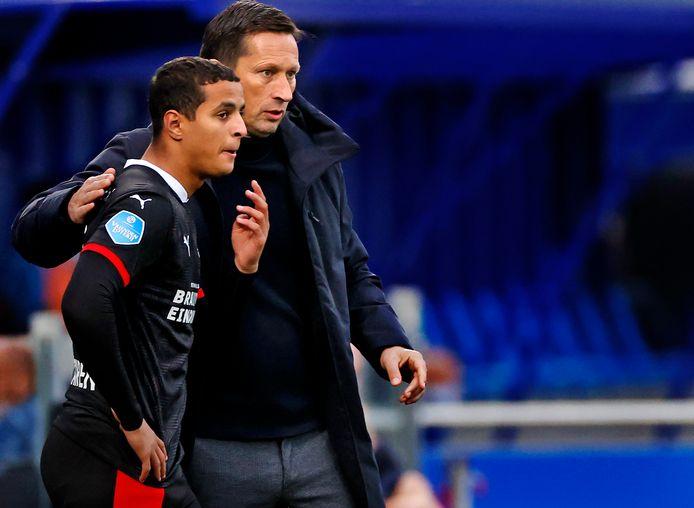 Ihattaren met PSV-coach Schmidt.