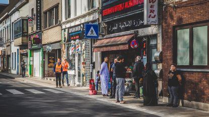 Eerste avond ramadan: druk, maar probleemloos. Stewards, gemeenschapswacht en politie kijken werkloos toe