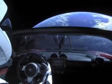 Live meegenieten van uitzicht Tesla Roadster in de ruimte
