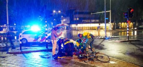 Automobilist rijdt door na aanrijding met fiets, vrouw gewond naar ziekenhuis