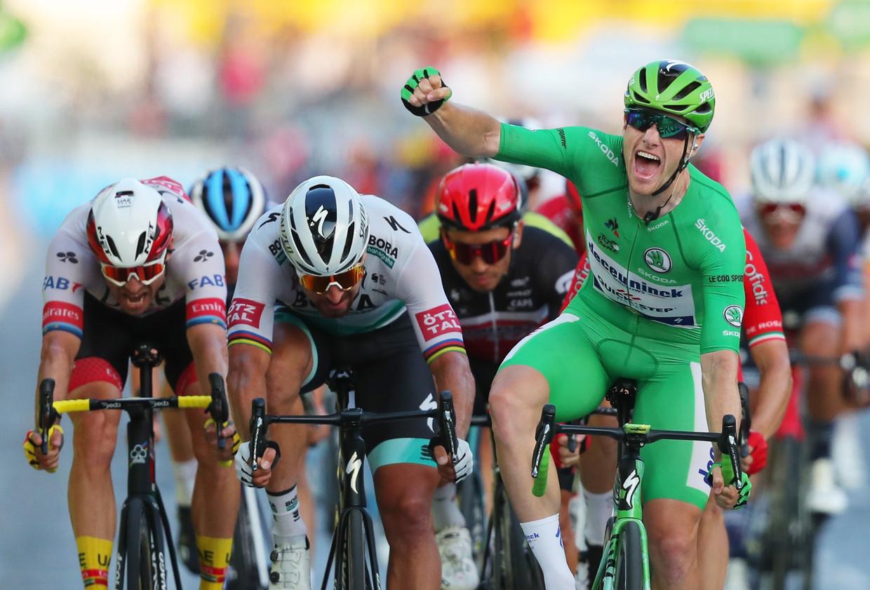 Bennett wint op de Champs-Elysées, vorig jaar. Beeld Pool via REUTERS