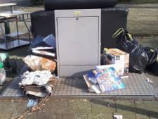 Politie Dordrecht stoort zich aan zwerfafval: 'Men begint hier een nieuwe kringloopwinkel'