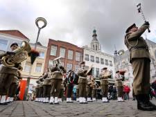Parade door het centrum van Poolse Erecompagnie tijdens Bevrijdingsweekend Breda
