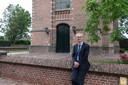 Dominee Terpstra voor de Sint Catharinakerk in Bunschoten.