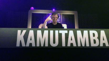 VIDEO 'De Mosselen' hoogtepunt van benefiet voor Kamutamba. Bekijk hier de beelden van een legendarisch optreden