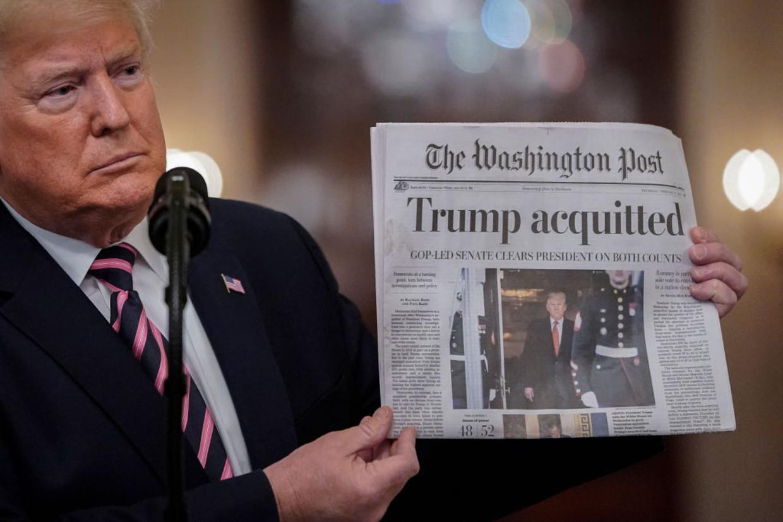 Een foto van Trump in februari 2020, toen hij werd vrijgesproken van het eerste impeachment Beeld Getty Images