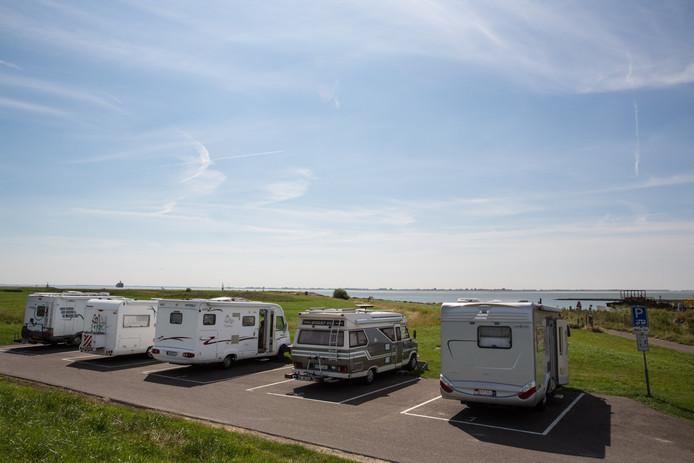 John Baaij wilde in Wissenkerke een onbemand camperterrein realiseren. In Hansweert (foto) is een soortgelijk camperterrein aan de Westerschelde.