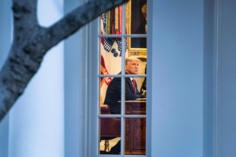 Donald Trump in het Witte Huis, dat hij niet van zins is te verlaten. Ook al heeft zijn rivaal Joe Biden de  Beeld The New York Times