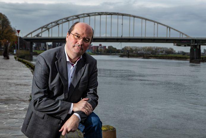 Deventer historicus Coen van Galen duikt opnieuw in de geschiedenis van het door Nederland gekoloniseerde Suriname.