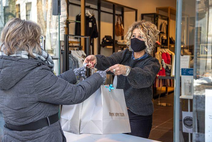 Klanten weten ook kledingwinkel Anna van Toor te vinden.