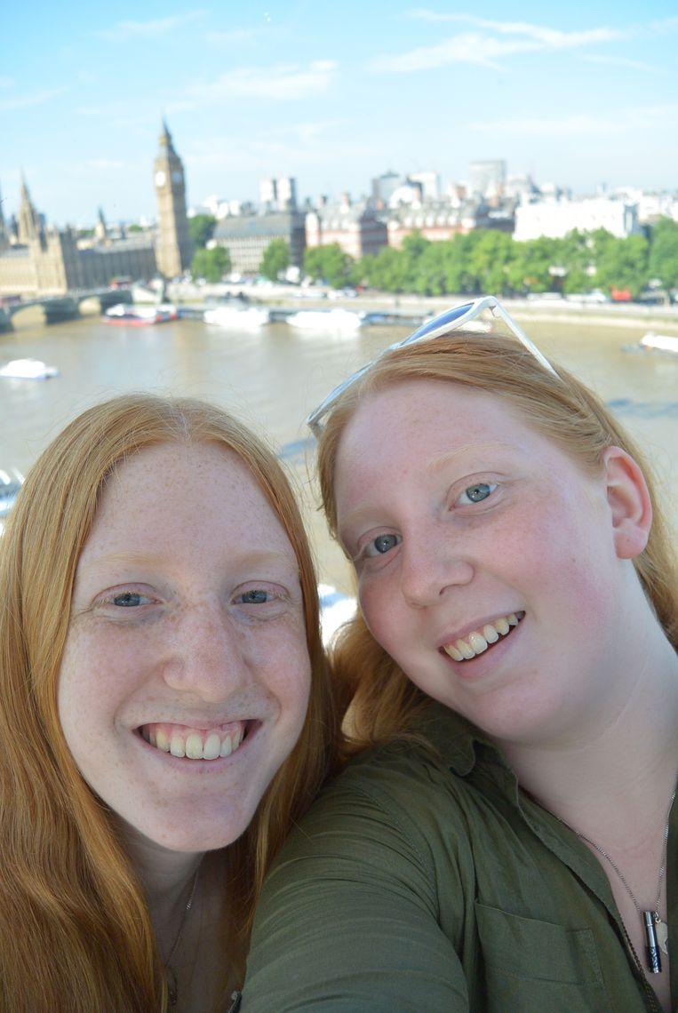 Kirsten en haar zus Maayke. Beeld -