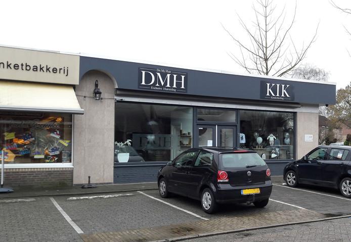 Het vroegere pand van de groenteboer aan de Hogebankweg is veranderd in een elegante combi van kledingwinkel KIK, kapsalon DMH (Do My Hair) en aan de achterzijde StudioTop By Bo, een schoonheidssalon. Die laatste twee gaan donderdag open.
