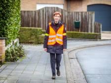 """Leerkracht Isabelle (44) wandelt elke dag 13 kilometer naar school en terug: """"In dit regenweer ben ik een 'waterkieken'"""""""