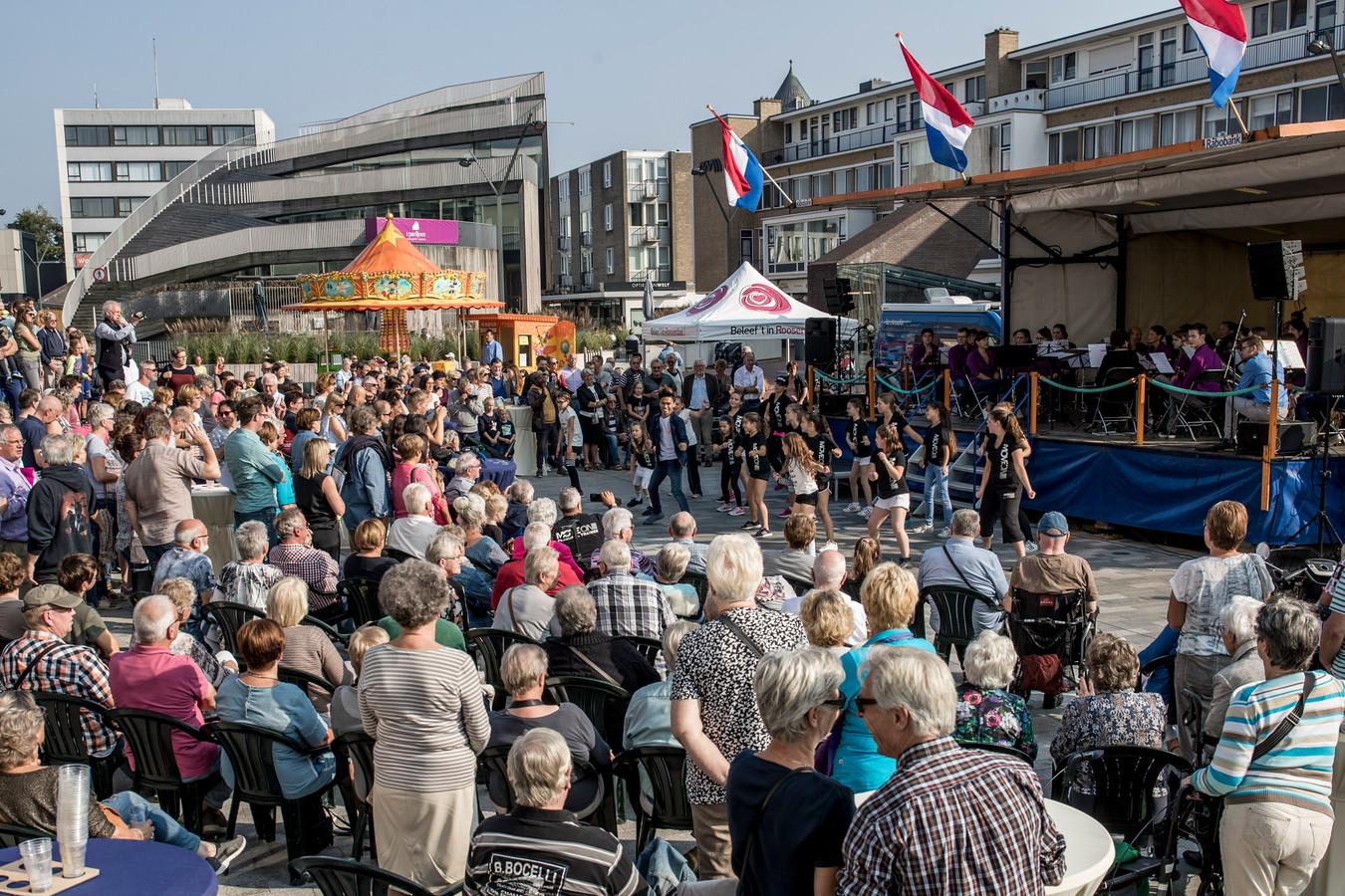 Aandacht voor Roosendaal Danst met een flashmob.