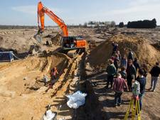 Eerste 'schatjes' na maandenlang graven in gigantische zandbak Veldhoven