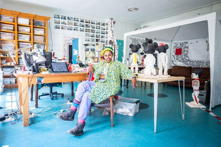 Monika Dahlberg: 'Ik wil een compleet leger van bewerkte toeristische Afrikaanse beelden maken'. Beeld Roos Pierson