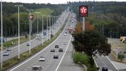 Bestelwagen krijgt klapband en veroorzaakt ongeval door overgewicht