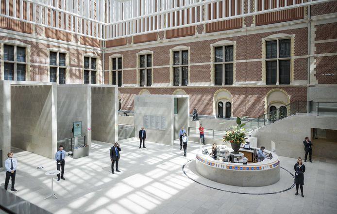 Een lege ontvangsthal in het Rijksmuseum in Amsterdam.