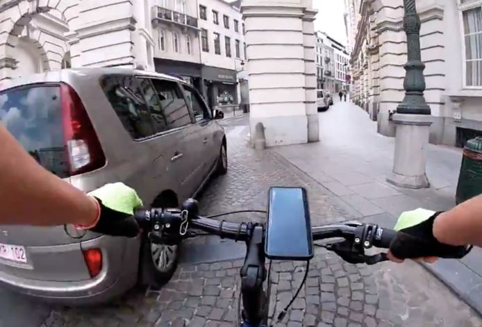 Fietser aangereden na discussie met automobilist - ter hoogte van Koningsplein Brussel