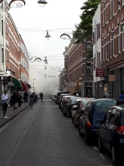 Autobrand veroorzaakt dikke rookwolken Rotterdam-Noord