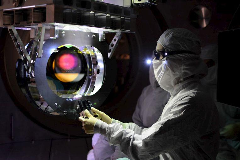 Een wetenschapper bij de LIGO-detector in de VS.