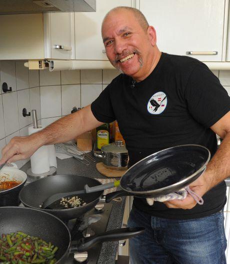 William uit Middelburg kookt een echte Indische maaltijd: 'Eenvoudig, maar superlekker'
