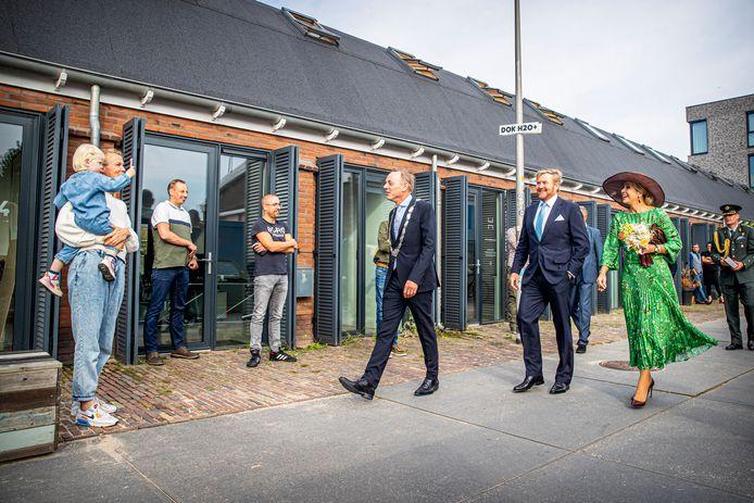 De koning en koningin op bezoek in Deventer.