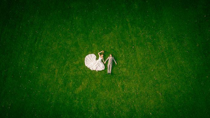 Volgens trouwfotograaf Peter Lammers uit Deventer is er een stuwmeer aan bruiloften ontstaan.
