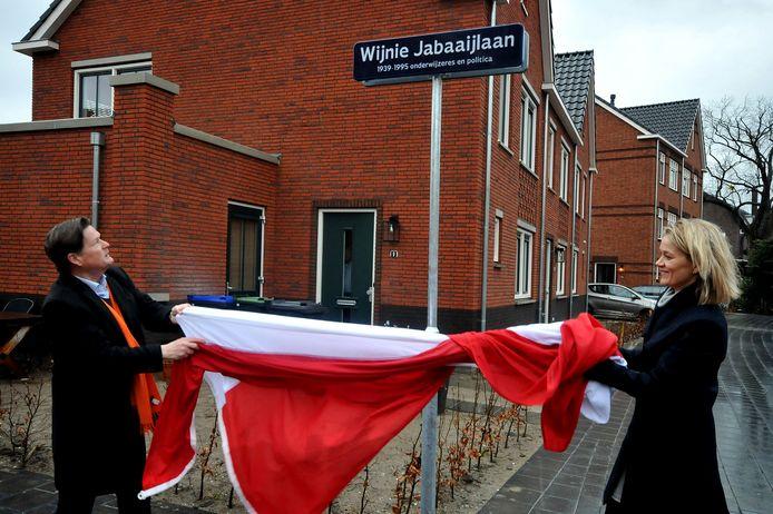 Eén van de laatste vernoemingen van een straat naar een vrouw was in 2017. Die werd vernoemd naar onderwijzeres en politica Wijnie Jabaaij.