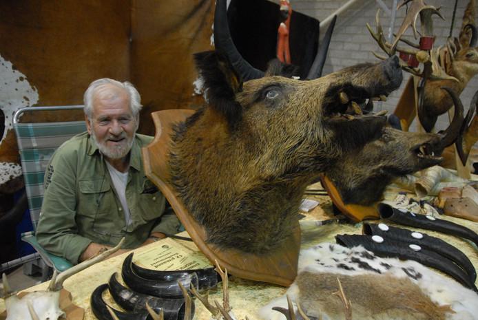 Rien Verhagen heeft onder meer een immense kop van een everzwijn in de aanbieding à 185 euro kosten koper