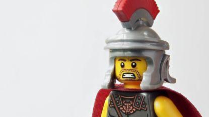 Legomannetjes kijken steeds bozer