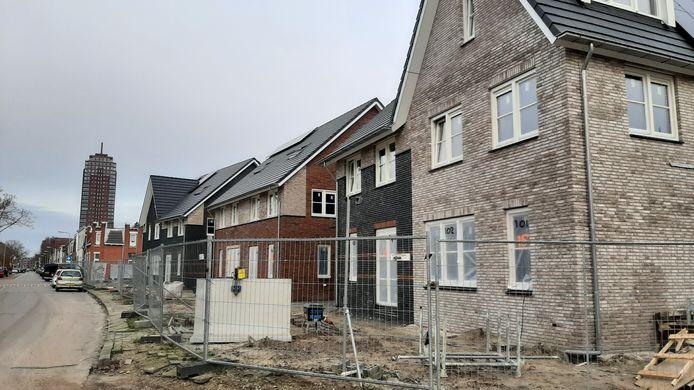 Beeld van bouw van de nieuwe wijk Operahof langs Perikweg.