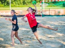 Handbalbolwerk Salland sluit beachhandbal in de armen: 'Sport in festivalsfeer met fun en fair play'