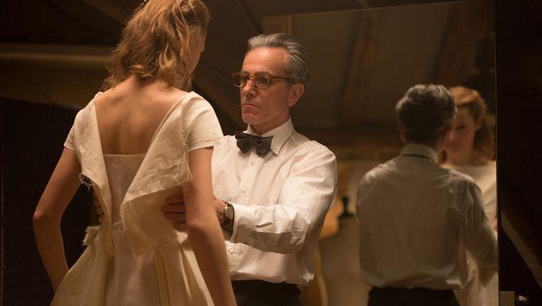 Daniel Day-Lewis als ontwerper Reynolds Woodcock in Phantom thread. Beeld Universal Pictures