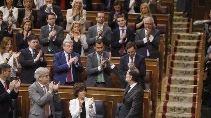 """Spaanse regering valt, emotionele premier Rajoy neemt afscheid: """"Bedankt, Spanjaarden, en veel geluk"""""""