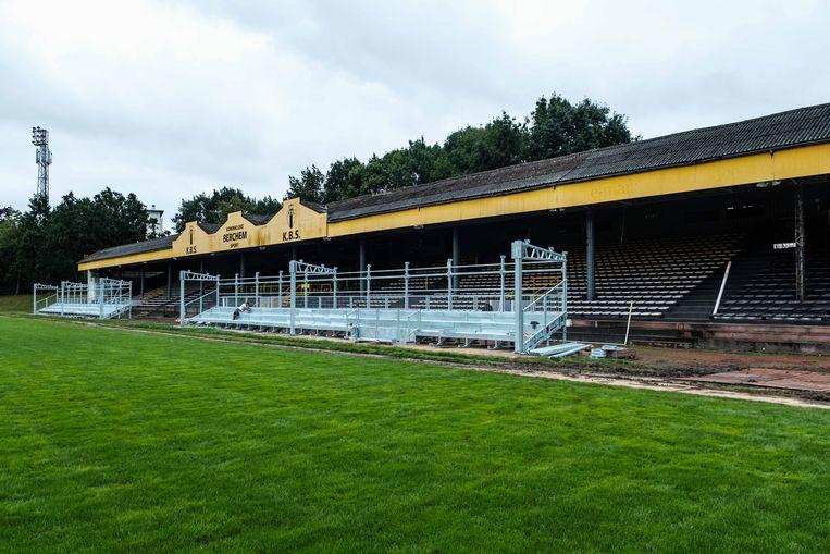 Een beeld van midden augustus, toen de tribunes nog volop in aanbouw waren.