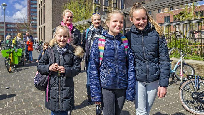 Kinderen van basisschool De Paradijsvogels begrijpen de kledingvoorschriften van de school.
