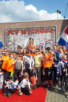 Bronzen medaillewinnares Merel Smulders gehuldigd bij haar BMX-club Wycross in Wijchen
