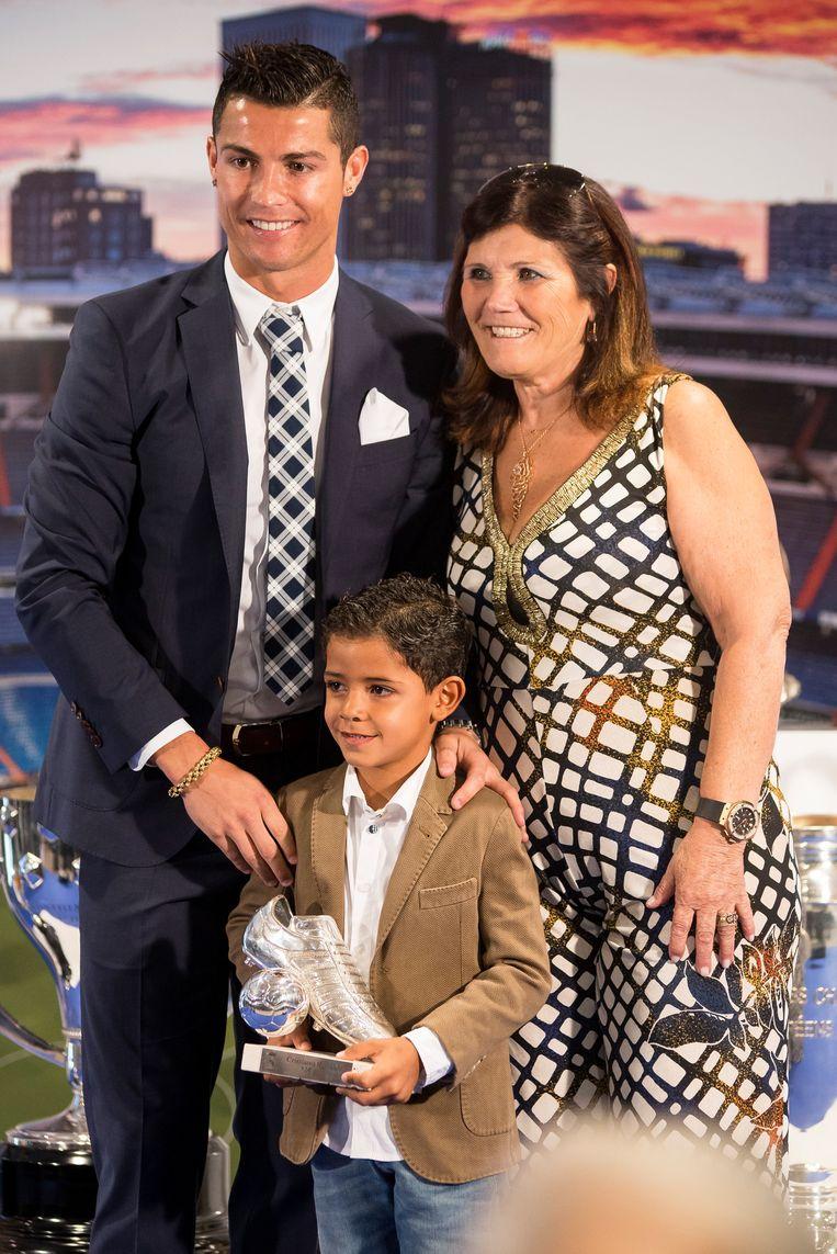 Dolores Aveiro met Ronaldo en diens zoontje Cristiano Ronaldo Junior.