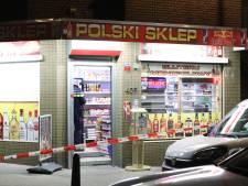 Drie overvallers bedreigen medewerker van Poolse avondwinkel met wapen, politie zoekt getuigen