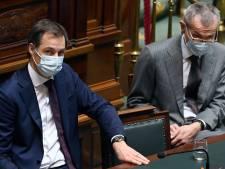 """De Croo et Vandenbroucke défendent bec et ongles la """"prudence"""" de leur stratégie de vaccination"""
