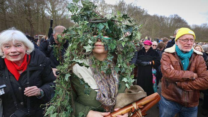 Parkbezoekers en omwonenden van de Scheveningse bosjes bleken in januari allerminst blij mee met de `vercommercialisering van het groen`. Sommigen kwamen zelfs gekleed als plant.