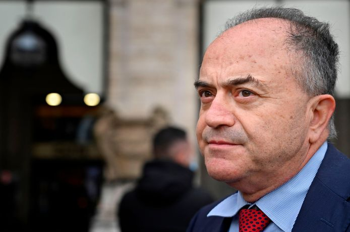 Nicola Gratteri, een prominente maffiajager uit Catanzaro, leidde de operatie die tot tientallen arrestaties leidde.